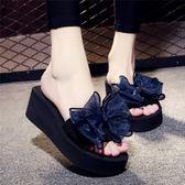 夏季涼拖鞋女外穿高跟一字拖蝴蝶結防滑坡跟厚底海邊度假沙灘鞋 zm310【旅行者】