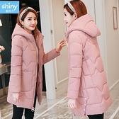 【V9299】shiny藍格子-潮流時尚.純色大口袋羽絨襖棉中長款連帽外套