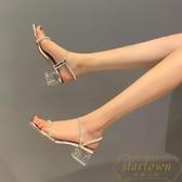 水晶透明涼鞋女夏季中跟粗跟高跟一字帶水鉆女鞋【繁星小鎮】