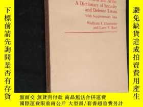 二手書博民逛書店Words罕見and Arms:a dictionary of