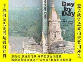 二手書博民逛書店Day罕見by Day The Notre Dame Praye