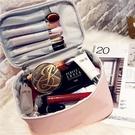 化妝包 超大容量化妝包時尚手提手拎彩妝收納盒防有蓋塵便攜旅行護膚品箱 快速出貨