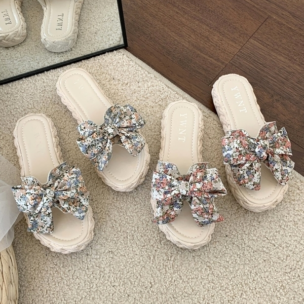 拖鞋.日韓浪漫渲染花朵蝴蝶結側簍空草編拖鞋.白鳥麗子