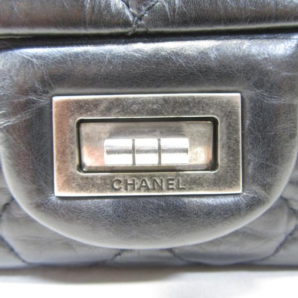 CHANEL 香奈兒 黑色仿舊菱格牛皮2.55復古銀釦雙蓋肩背包 Reissue Chain Bag BRAND OFF