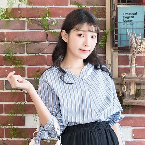 氣質襯衫--氣質優雅蝴蝶結五分袖直條紋寬鬆小V襯衫上衣(粉.藍M-3L)-H190眼圈熊中大尺碼