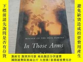二手書博民逛書店In罕見Those Arms:在那些武器裏(外文)Y212829