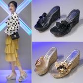 2019春季新款厚底涼鞋坡跟女拖鞋夏季韓版珍珠時尚外穿高跟鬆糕底--花戀小鋪