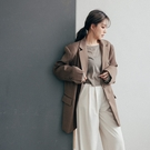 Queen Shop【02030384】雙開衩寬版墊肩西裝外套 兩色售*現+預*