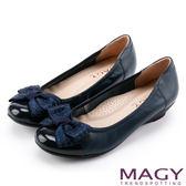 MAGY 甜美新風貌 燙鑽蝴蝶結牛皮楔型低跟鞋-藍色
