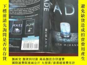 二手書博民逛書店Fade罕見The Second Book in the Wake TrilogyY154527 Lisa M