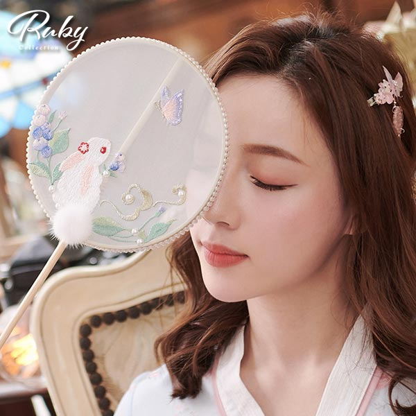 扇子 中國風刺繡兔子流蘇扇子-Ruby s 露比午茶