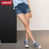 Levis 女款 牛仔短褲 / 不收邊破壞 / 褲頭 後口袋裁剪設計 / 義大利丹寧