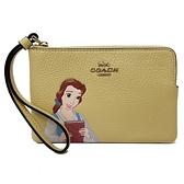 【COACH】Disney聯名款迪士尼公主系列手拿零錢包(鵝黃)