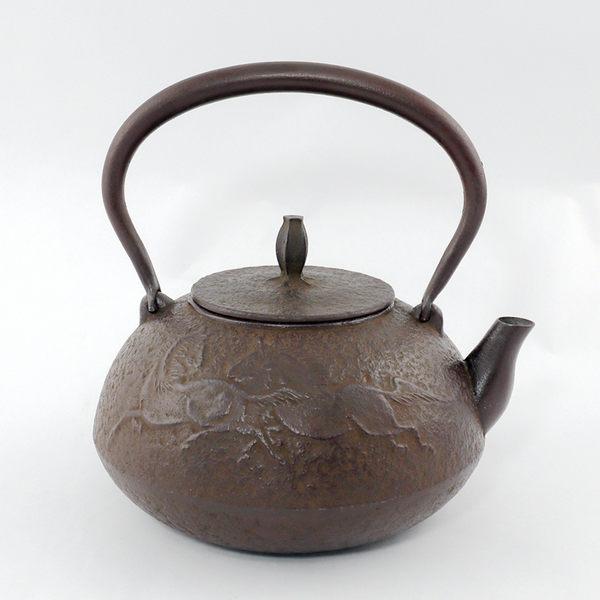 日本鑄鐵壺南部鐵器-【佐藤勝久 平丸型馬1.1L】鐵壺 鉄瓶 煮水 泡茶