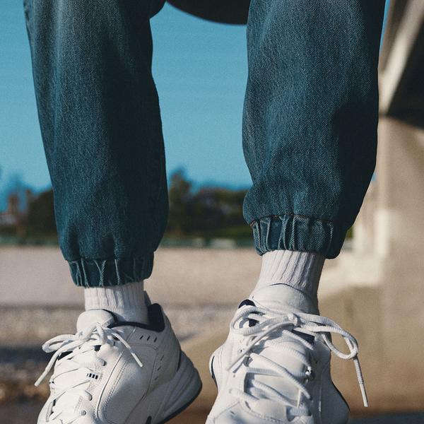 Levis 男款 501Joggers運動丹寧排釦縮口褲/ 經典直筒版型/ 彈性布料/淺藍水洗