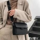側背包上新小包包女夏天新款簡約寬帶網紅小方包韓版百搭側背斜背包新品