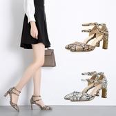 高跟涼鞋 高跟鞋 新款歐美蛇紋高跟性感一字帶女鞋淺口粗跟單鞋韓版女鞋子【多多鞋包店】ds3986