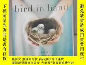 二手書博民逛書店英文原版罕見Bird in Hand by Christina