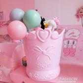 少女愛心蝴蝶結塑料筆筒 軟妹桌面化妝刷收納桶 浮雕鏤空文具·ifashion