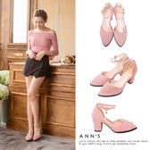 Ann'S戀愛夢遊-金色小愛心吊飾甜美波浪繫帶粗跟鞋-粉