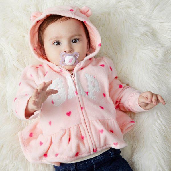Gap女嬰兒 logo印花長袖寶寶連帽休閒外套 刷毛上衣 348841-淺粉色