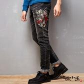 【第二件5折】撲克逆襲彈性低腰直筒褲(灰黑)- BLUE WAY  地藏小王