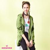 【SHOWCASE】率性連帽不對稱拉鍊長版風衣外套(綠)