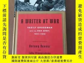 二手書博民逛書店A罕見Writer At War: Vasily Grossman With The Red Army 1941-