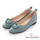 【CUMAR】同面色飾釦尖頭內增高平底鞋(藍色)