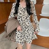 法式洋裝 抽褶V領收腰短款顯瘦碎花裙子女裝秋季復古內搭氣質長袖連身裙潮  伊蘿