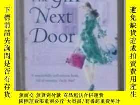 二手書博民逛書店英文原版罕見The Girl Next Door by Eliz