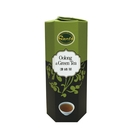 南投民間鄉輕發酵烏龍茶與蒸菁綠茶,加入桂花調和。茶色清透、茶味醇厚甘潤,丹堤獨家研發的消暑解渴聖品。