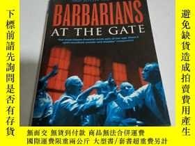 二手書博民逛書店BARBARIANS罕見AT THE GATE(外文)Y2003
