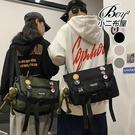 情侶側背包 韓版掀蓋大容量郵差包斜背跨包【NQA5222】