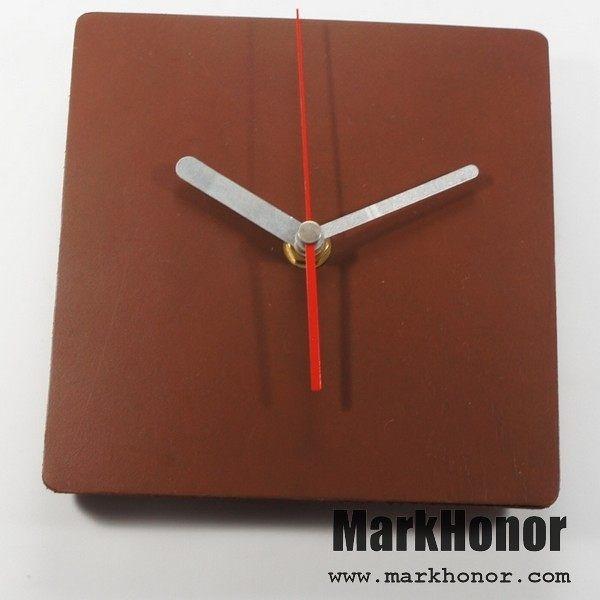 簡約風格-方型 100%真皮 皮革 桌鐘 靜音 時鐘 咖啡 14.5公分-Mark Honor