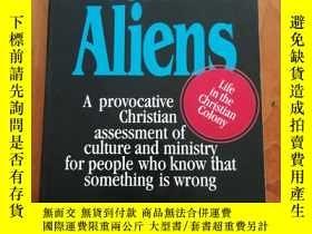 二手書博民逛書店Resident罕見Aliens: A Provocative
