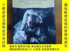 二手書博民逛書店Soldier s罕見Heart: Reading Literature Through Peace and Wa