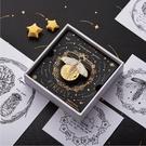 daparo螢火蟲胸針原創設計夜光熒光創意小眾百搭徽章首飾聖誕禮物 夢幻小鎮