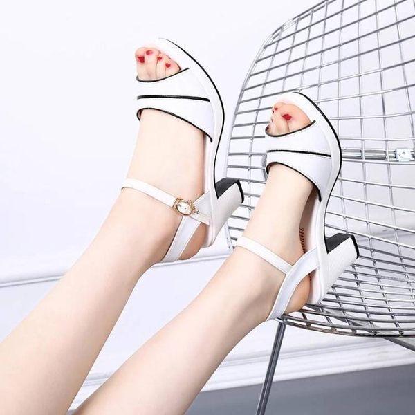 高跟鞋夏季新款粗跟涼鞋女高跟鞋百撘一字扣帶中跟魚嘴鞋防水台女鞋 依夏嚴選