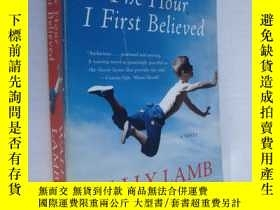 二手書博民逛書店英文原版罕見The Hour I First Believed