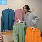 【V3176】shiny藍格子-秋氛恬色.純色字母大口袋寬鬆連帽長袖上衣