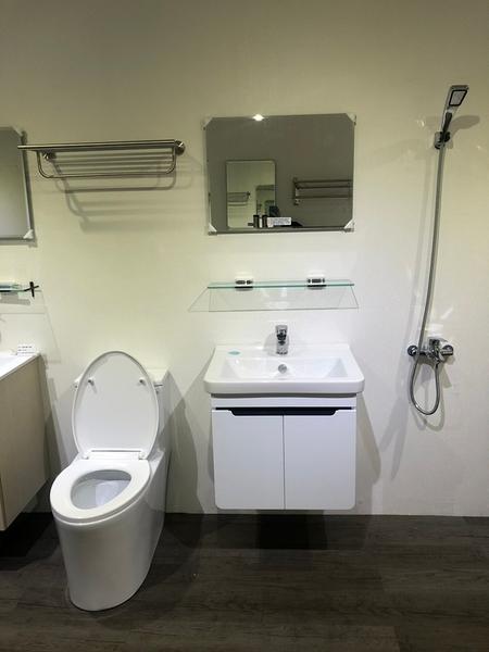 [超值衛浴] 歐洲進口品牌 VitrA面盆(寬60)+發泡板浴櫃+單體馬桶+水龍頭+淋浴龍頭+置衣架+除霧鏡