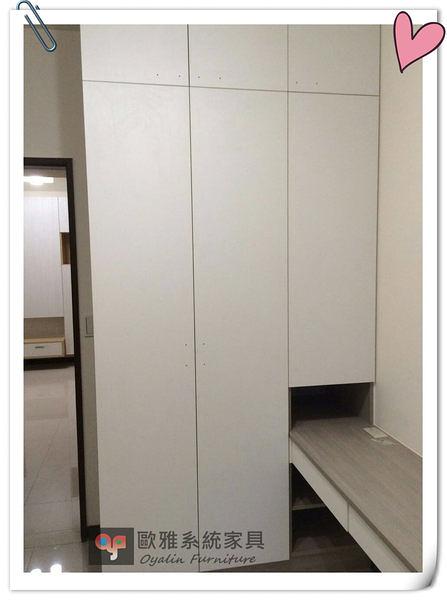 【歐雅系統家具】白色淺色系衣櫃 &床頭櫃 結合設計 特價 39279
