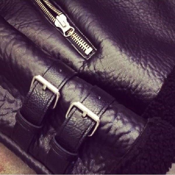 免運★梨卡 - 皮衣皮質保暖爆毛羊羔毛防風外套-加厚加絨大翻領皮帶扣皮革長袖機車風衣大衣A232