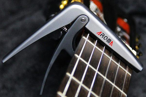 【小叮噹的店】全新 AROMA AC-02 移調夾 / 變調夾.古典用移調夾