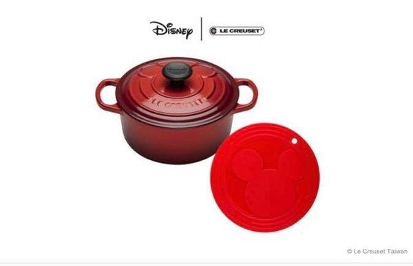 【LE CREUSET】Mickey Mouse典藏圓鐵鍋18cm+Mickey Mouse 隔熱墊 (櫻桃紅) 特價6,980