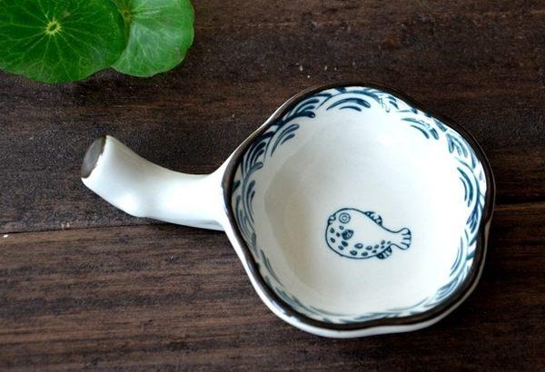 [協貿國際]調味碟 陶瓷兩用筷架 創意手繪家用小菜碟火鍋醋醬油碟高溫釉下彩1入