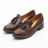 MICHELLE PARK 經典英倫學院風 真皮雕花舒適擦色流蘇牛津鞋-可可色