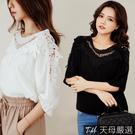 【天母嚴選】V型緹花蕾絲拼接五分袖棉麻上衣(共三色)