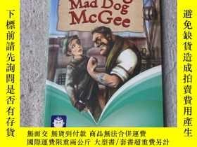 二手書博民逛書店Fleeing罕見Mad Dog Mcgee(Pearson C